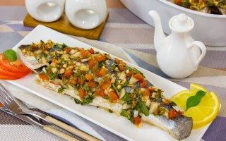 Рыба в томатно-шпинатном соусе